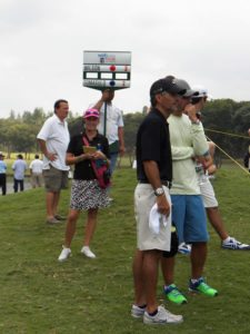 Girls golf & público