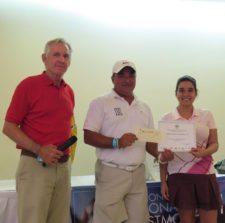 Roberto Vallarino, Dionisio Sánchez (Campeón Neto Cat B) y Dayana Vásquez