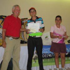 Roberto Vallarino, Raúl Carbonell Gutierrez (Campeón Gross Cat D) y Dayana Vásquez