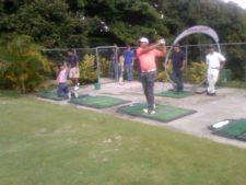 Niños en la clínica de golf y Jhonattan