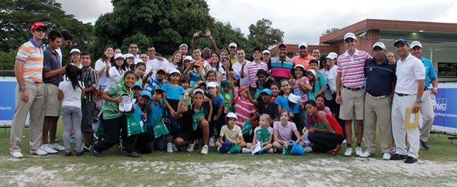 Importante aporte de Jhonattan Vegas en Clínica con Niños del Refugio IND