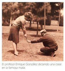 "Profesor Enrique González dictando clases en la ""famosa"" malla"