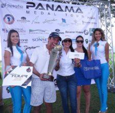 Miguel Ordoñez - Campeón del Tour Recibiendo Copa y Premios