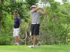 Raúl Ford (pegando), Scott Bronstein (atrás)