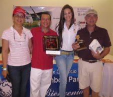 Ganadores del 1er. Lugar - Jenny Rodríguez (Cicolpa), Eloy Hernández, Representante de Patrocinador y George Berman