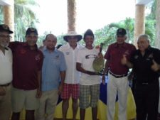 Luís Martínez (JGC) Campeón del Torneo acompañado de Directivos de Los Canales Golf Club