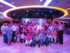 Grupo de participantes, familias y organizadores