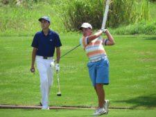 Raúl Carbonell (fondo) y Luis Carlos Ng (golpeando)