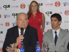 Izq. a Der. Gilberto Arosemena - Presidente del Club de Golf de Panamá y Juan Ramón Maduro