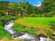 Campo de Golf junto al río