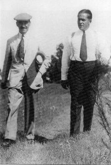 Jones Bobby con Alister Mackenzie (cortesía www.hobbsgolfcollection.com)