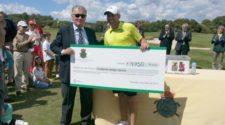 Sergio Garcia recoge el cheque para su Fundación en el RGolf del Prat