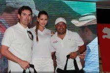 Gabriel Barletta y Marcos Murillo junto a modelo de Claro