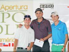 Enrique Jiménez recibiendo premio Closest to the Pin