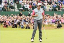 Rory celebra triunfo por dos golpes en el green del hoyo 18 (Andrew Redington / Getty Images)