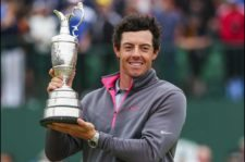 Rory levanta el Claret Jug (Mike Ehrmann / Getty Images)