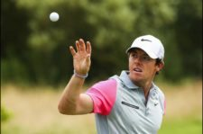 Rory McIlroy en el área de práctica (Mike Ehrmann / Getty Images)