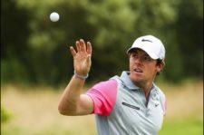 Rory McIlroy en el área de práctica (Mike Ehrmann / Getty Images)
