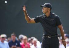 Tiger Woods en green del hoyo 2 (cortesía Andrew Redington / Getty Images)