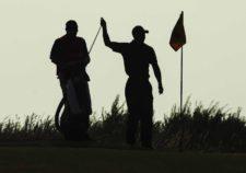 Toger Woods en green 14 (cortesía Andrew Redington / Getty Images)