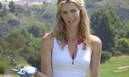 """Video: de Anna Rawson nos muestracómo pegarle a la bolacon """"sex appeal"""""""