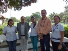 De izquierda a derecha: Karina Pérez – Gte de Administración de Fundación, Cezar Oero de Ashburton, Corina Trujillo – Coordinadora de Recaudación de la Fundación, Luis A. Terrero de Ashburton y Miriam de Hernández – Voluntariado HSJDD.