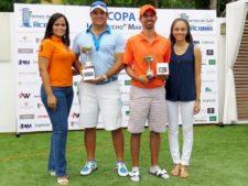 2do. Gross Carlos Fernández y Miguel Ordoñez, junto a Irene y Mary Martínez (extremo izq. y der. respectivamente)