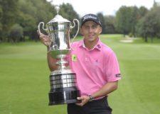 ESTADO DE MEXICO, MEXICO (OCT. 19, 2014) El colombiano Oscar Álvarez posa con su trofeo como campeón del 56º TransAmerican Power Products CRV Abierto Mexicano de Golf presentado por Heineken en el Club de Golf Chapultepec. (Enrique Berardi/PGA TOUR)