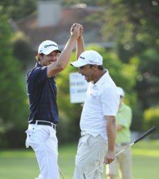 BUENOS AIRES, ARGENTINA - (OCT. 25, 2014) - Emilio Domínguez, izquierda, y Rafael Echenique de San Luis, Argentina celebran un birdie en el hoyo 17 durante la tercera ronda de la Bridgestone America's Golf Cup en Olivos Golf Club. (Enrique Berardi/PGA TOUR)