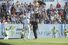 BUENOS AIRES, ARGENTINA (OCT. 25, 2014) - Rafael Echenique se apresta a abrazar a Emilio Domínguez tras el putt que este último embocó para águila en el hoyo final para conseguir la victoria en la Bridgestone America's Golf Cup en Olivos Golf Club. (Enrique Berardi/PGA TOUR)