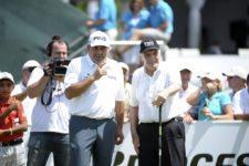 BUENOS AIRES, ARGENTINA - (OCT. 23, 2014) - Los argentinos Ángel Cabrera y Roberto De Vicenzo, únicos ganadores de majors en la historia del golf latinoamericano, juntos en el tee del 1 antes de dar por inaugurada del Bridgestone America's Golf Cup en Olivos Golf Club. (Enrique Berardi/PGA TOUR)
