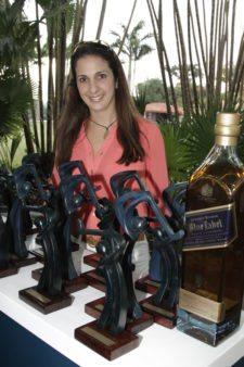 Soha Eraso Artista de la Obra, diseñadora de los trofeos