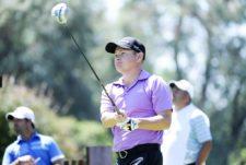 BUENOS AIRES, ARGENTINA (NOV. 27, 2014) - El candiense Chris Baryla pega su golpes de salida en el hoyo 4 durante la primera ronda del Personal Classic en Las Praderas Club Campos de Golf. (Enrique Berardi/PGA TOUR)