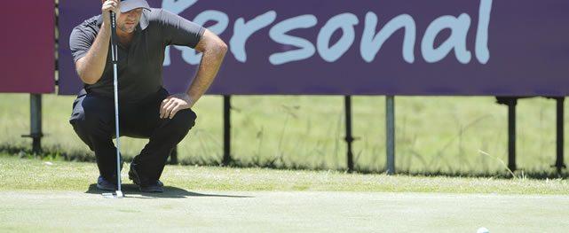 Argentino Sebastián Saavedra hace 64 para liderar el Personal Classic