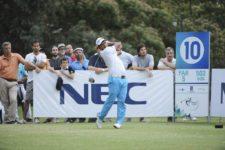 BUENOS AIRES, ARGENTINA (NOV. 29, 2014) - El argentino Fabián Gómez pega su golpe de salida en el hoyo 10 durante la tercera ronda del Personal Classic en Las Praderas Club Campos de Golf. (Enrique Berardi/PGA TOUR)