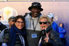 Por supuesto, todo el mundo quiere fotografiarse con Jordan, aquí con las esposas de Thomas Bjorn y Sam Torrance