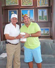Gilberto Arosemena y Juan Manuel Pérez, uno de los ganadores del segundo lugar neto
