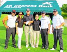 José Arturo Díaz, ejecutiva de St. Georges Bank, Roberto Vallarino, ejecutiva St. Georges Bank, Miguel Ocando y Juan Poggioli