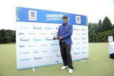 BUENOS AIRES, ARGENTINA (DIC. 1, 2014) - El argentino Fabián Gómez posa con el trofeo tras defender con éxito el título del Personal Classic 2014 en Las Praderas Club Campos de Golf este lunes por la mañana. (Enrique Berardi/PGA TOUR)