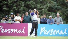 BUENOS AIRES, ARGENTINA (DIC. 1, 2014) - El argentino Fabián Gómez pega su golpe de salida en el hoyo 18 durante la tercera y última ronda del Personal Classic en Las Praderas Club Campos de Golf este lunes por la mañana. (Enrique Berardi/PGA TOUR)
