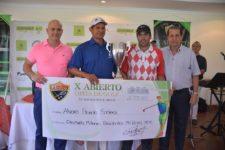Profesional Ganador junto con presidente del Club