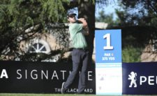 BUENOS AIRES, ARGENTINA (DIC. 4, 2014) - El estadounidense Alex Moon pega su golpe de salida en tee del hoyo 1 durante la primera ronda del 109º VISA Open de Argentina presentado por Peugeot. Este evento es el último de la temporada 2014 del PGA TOUR Latinoamérica. (Enrique Berardi/PGA TOUR)