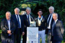 El ganador con los directivos de la R&A - Gentileza: LAAC/Enrique Berardi.