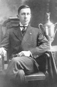 JohnnyMcDermott (cortesía trenhamgolfhistory.org)