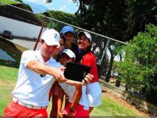 Luís Rivas en un Selfie con damas preseleccionadas