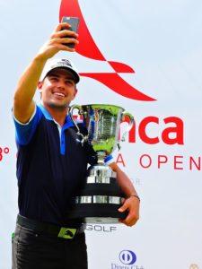 Diego Velázquez con trofeo Colombia Open 2015 (Foto Fairway-Colombia)