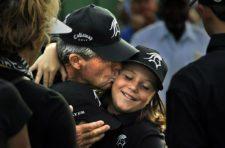 Gary Player y su nieta (cortesía michaelholahan.com)