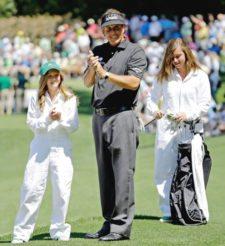 Phil Mickelson y sus hijas (cortesía www.windsorstar.com)