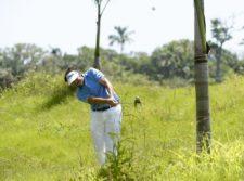 TELA, HONDURAS - MAY 28: El español Samuel Del Val pega desde el pasto alto del hoyo 7 durante la primera ronda del Honduras Open presented by Indura Golf and Beach Resort en Tela, Honduras. (Enrique Berardi/PGA TOUR)