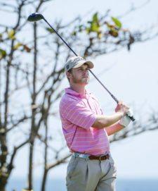 TELA, HONDURAS - MAY 28: Michael McGowan de los Estados Unidos pega su tiro de salida en el hoyo 13 durante la primera ronda del Honduras Open presented by Indura Golf and Beach Resort en Tela, Honduras. (Enrique Berardi/PGA TOUR)